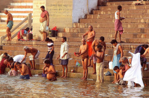 bathing-at-the-ghats-varanasi